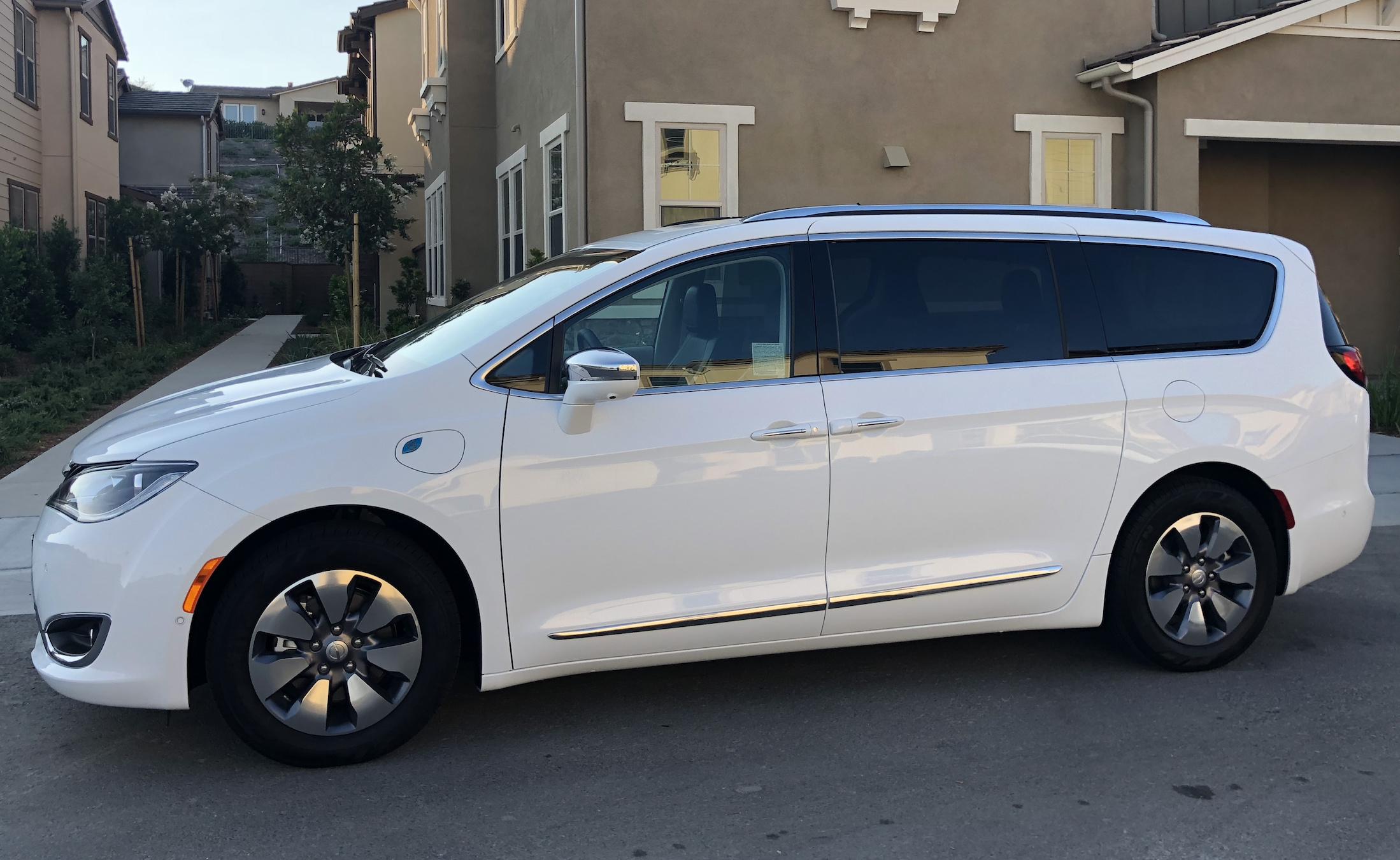 2018 Chrysler Pacifica Hybrid Limited Minivan 458 Mo Incl Tax
